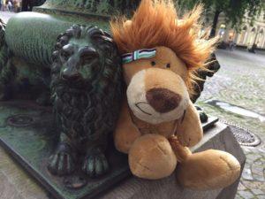 Unser Maskotchen Lea streift durch Bonn und freut sich neue Löwen und Leute kennen zu lernen